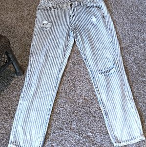 Women's New York and Company Distressed Jeans